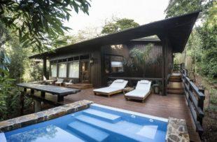 Villa pool (Dhruv)